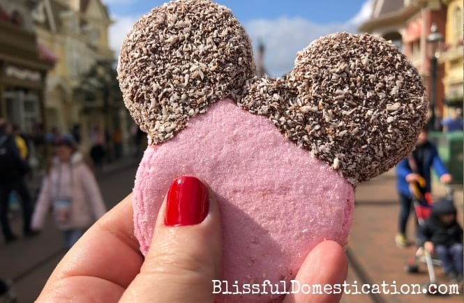 Disney Themed Sweet Treats That You Can Find at Disneyland Paris Featured Image